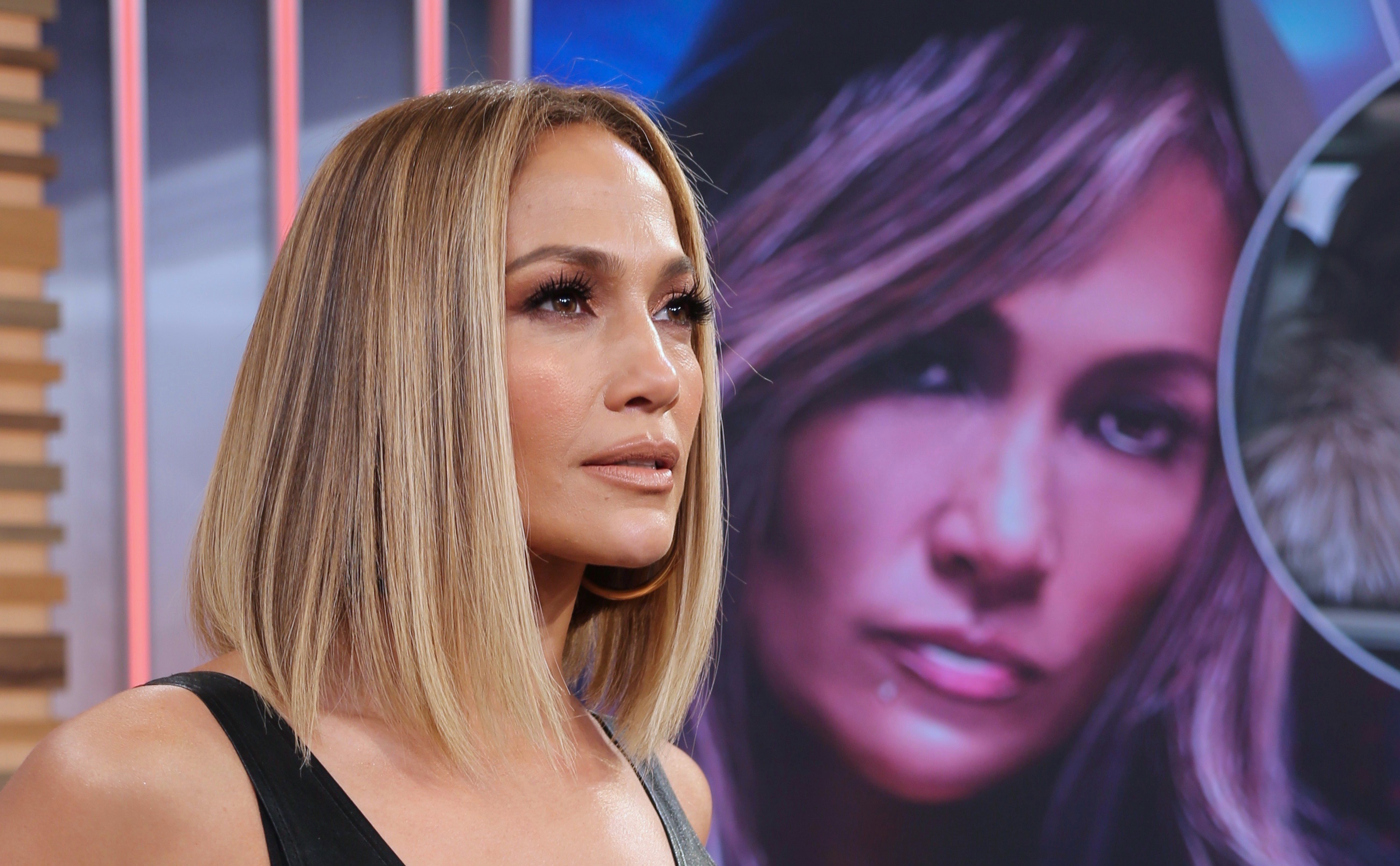 jennifer-lopez-visits-latino-morning-show-and-shows-off-huge-wedding-ring