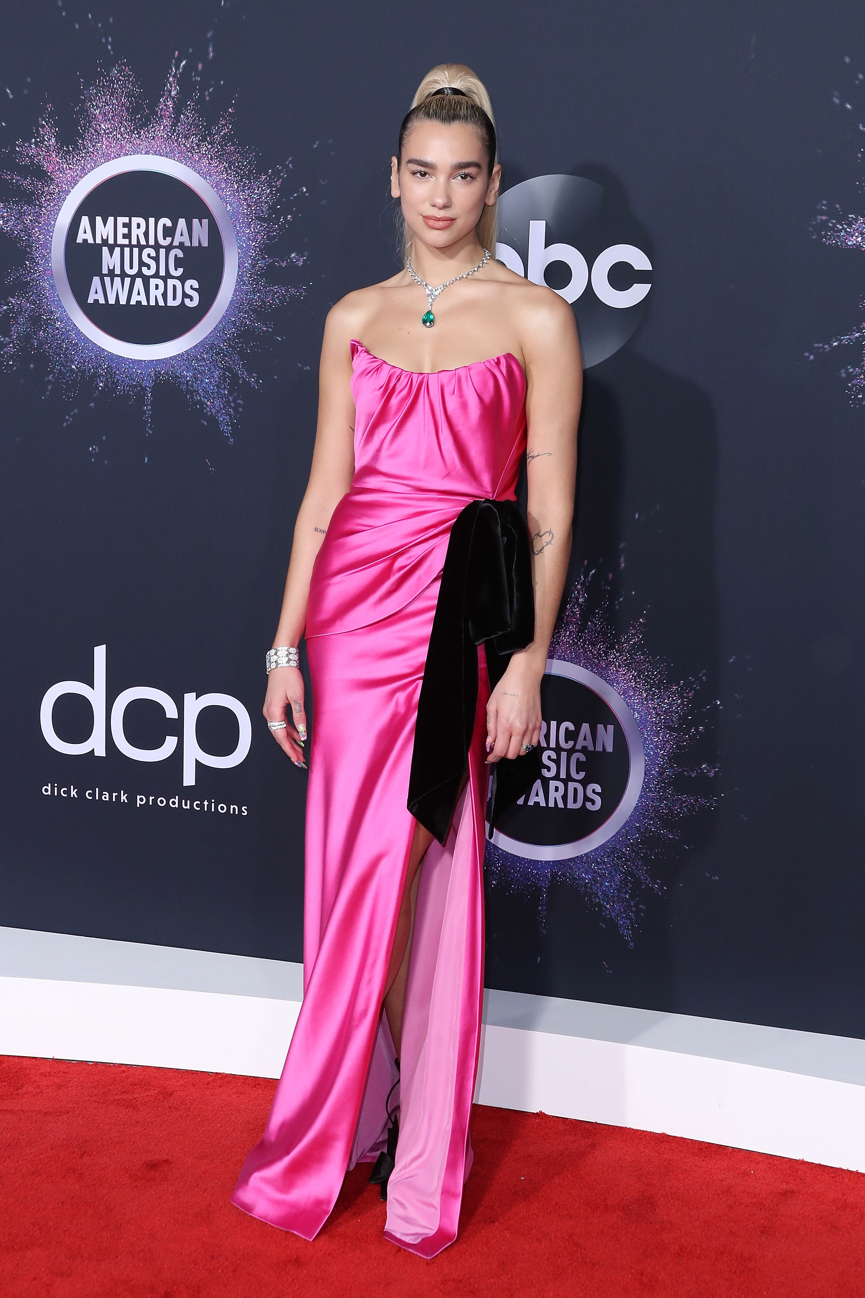 2019-american-music-awards-arrivals-2